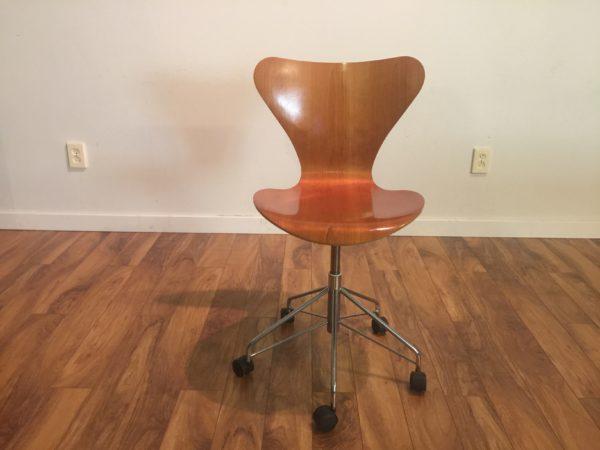 SOLD – Arne Jacobsen for Fritz Hansen Desk Chair