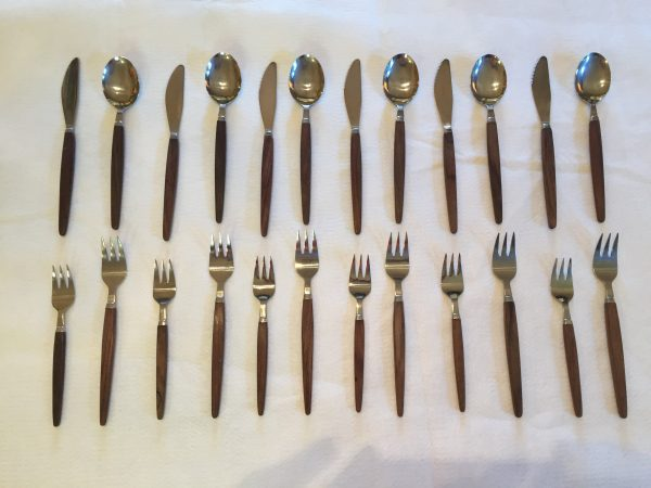 Rostfritt Stal Mid Century Wood Handled Flatware – 24 Pieces – $150